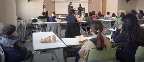 Korean children are participating in the gathering event held on November 14th, 2020 in the classroom of Songdo 3-dong community center. They are introducing their own handmade Mother-of-pearl pencil holder in front of the people. (Credit: Siyeon Kim)