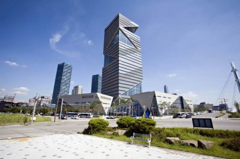 Buildings of Incheon Free Economic Zone (IFEZ) gather in Songdo, Incheon; In current days, IFEZ is enthusiastically put a lot of efforts for supporting foreigners who live in Korea. (Credit: official IFEZ blog)