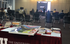 Professor Dr. Kera N. Lovell of the History Department at the University of Utah Asia Campus (UAC) is starting a discussion event. UAC holds the event: Gender, Race, and Place: Intersectional Perspectives on campus. (Credit: Bohyun Na)